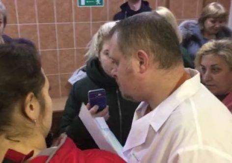В Мурманске разъяренные пациенты набросились на врача поликлиники