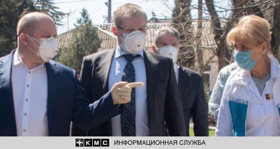 Респираторы чиновников и маски медиков